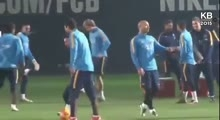 Lionel Messi Nutmegs Luis Suarez in Training (1/1/2016)