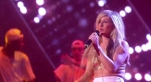 Ellie Goulding – I Need Your Love, Burn (BRIT Awards 19.2.2014)