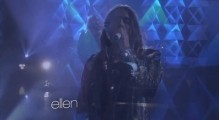 30 Seconds to Mars Performs 'Stay'